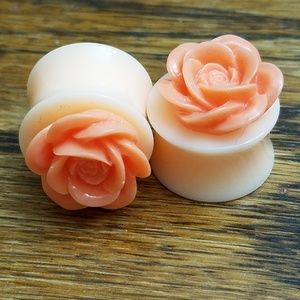 Jewelry - Peach floral ear gauges